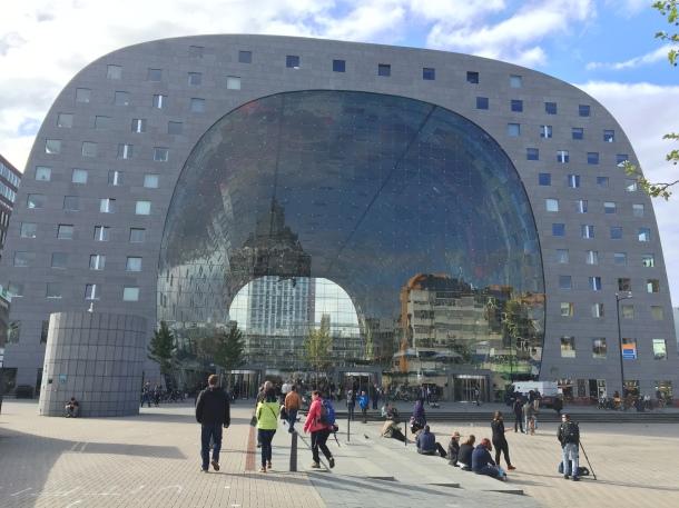 Rotterdamin kauppahalli (Kuva: Tiina Suonio)